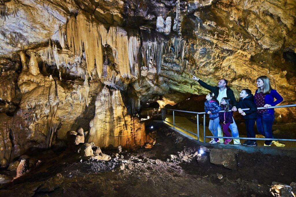 Lipska cave _ Cetinje