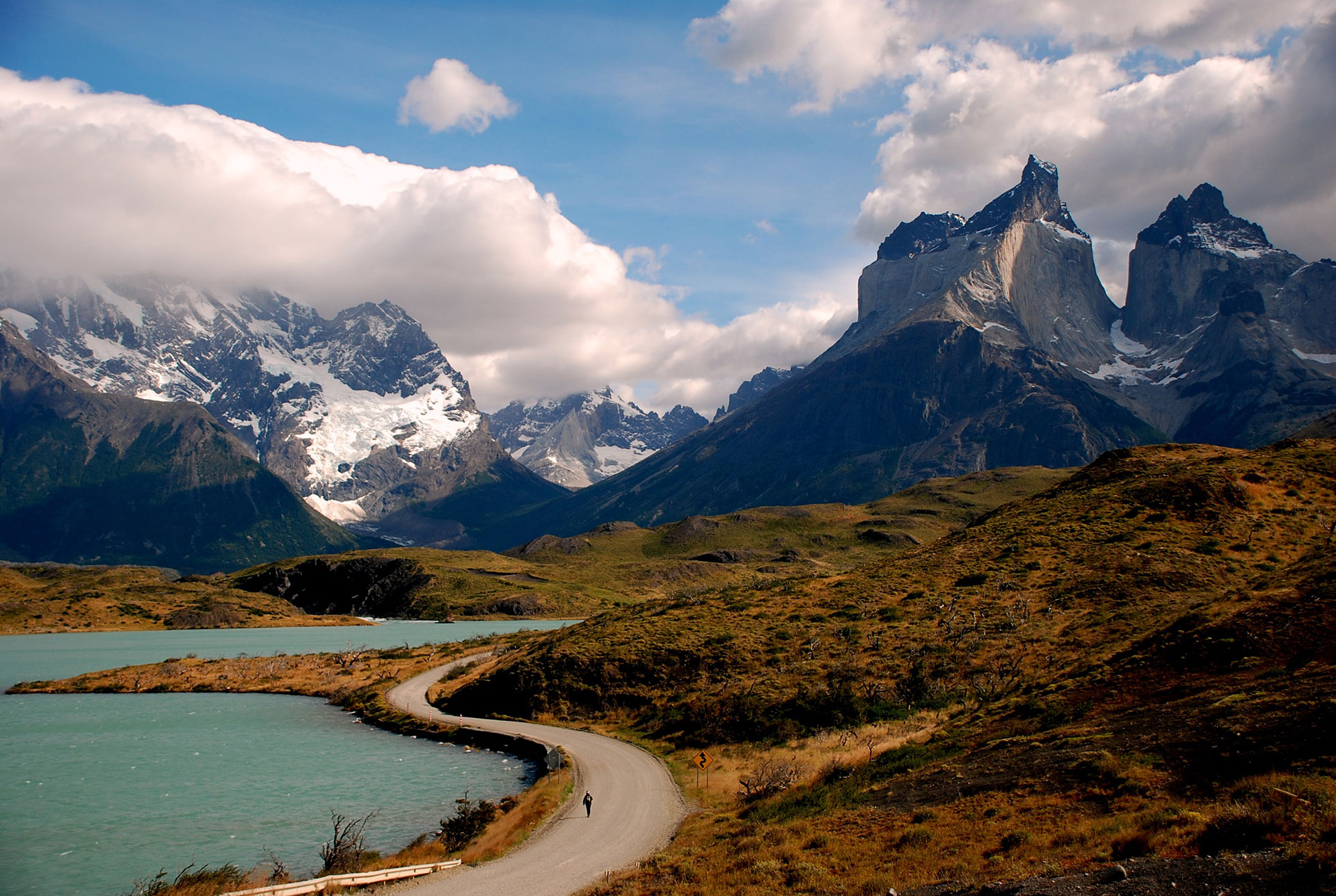 Exploring-the-mountains_Unsplash