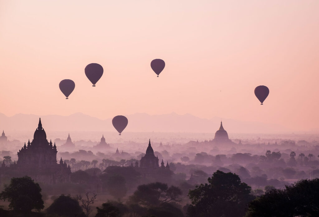 Captivating-views-of-hot-air-balloons-in-Myanmar