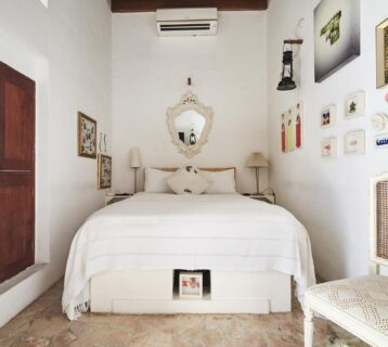 A cosy chic room for two