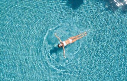 Travel-influencer-and-environmentalist-Natalie-Lefevre-swimming-in-the-ocean