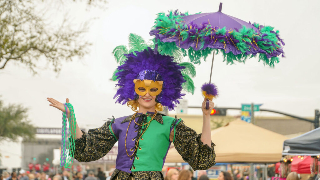 Carnival mask by Thomas Park-Unsplash